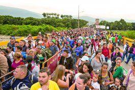 colombia invita a otros paises a abrir tambien vias para la regularizacion de desplazados venezolanos