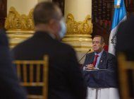 fiscalia de guatemala indaga presuntos sobornos a presidente