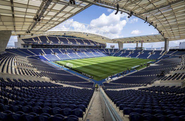 Final inglesa de Champions se jugará en Oporto y con público