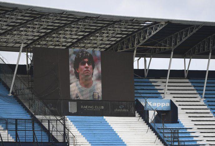 Con Diego Maradona en el recuerdo, River derrota a Central