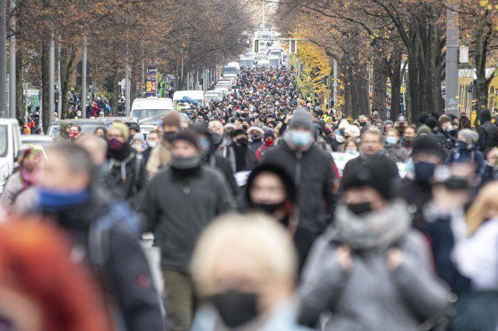 Aumentan protestas en Alemania contra medidas antivirus