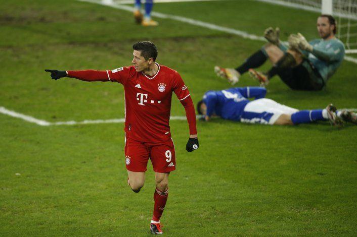 Bayern despacha 4-0 a Schalke y se despega en la cima