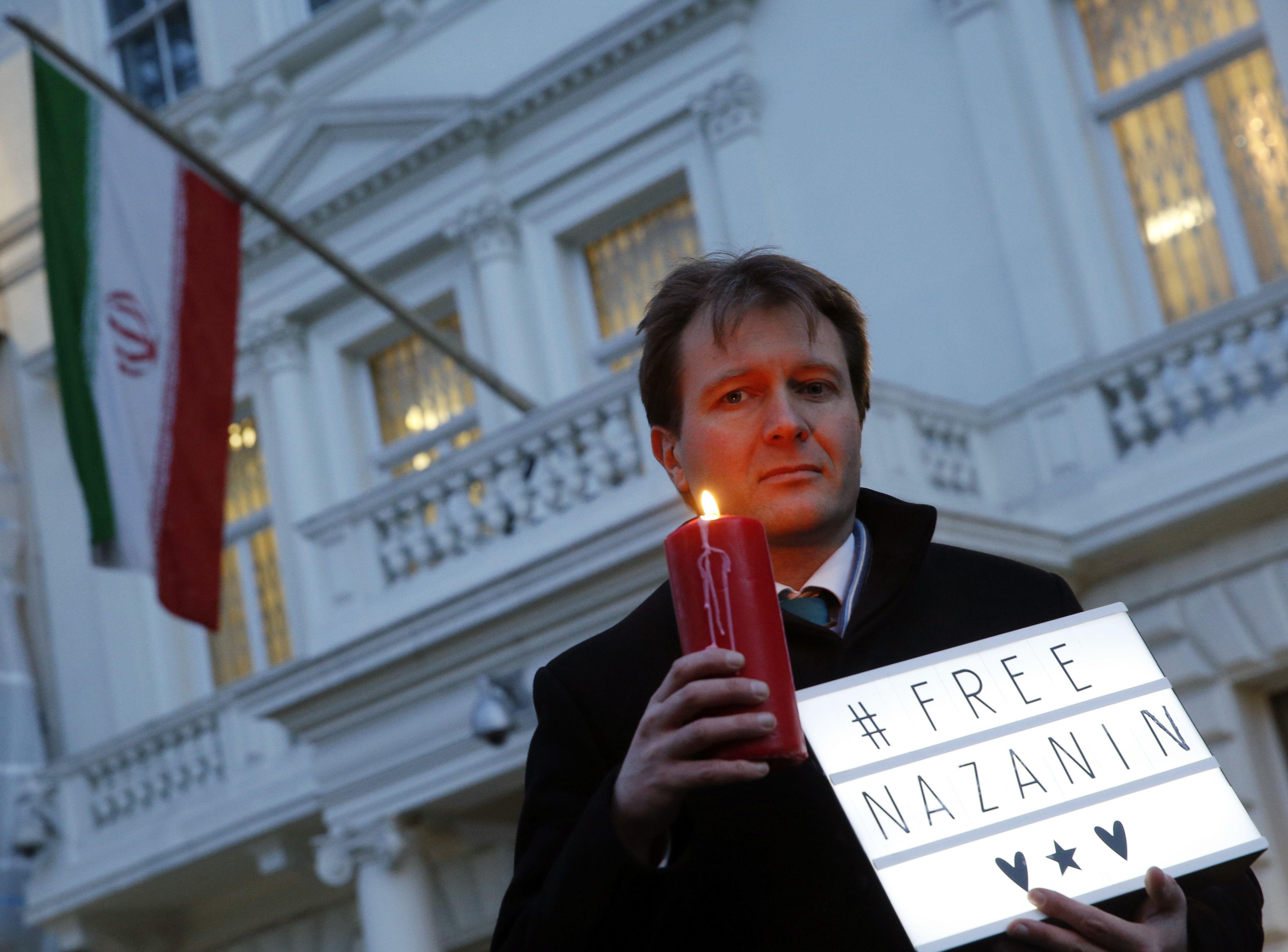En huelga de hambre esposo de británica detenida en Irán
