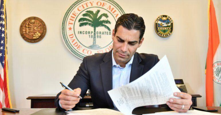 Comisionado Joe Carollo propone que Francis Suarez trabaje a Full-Time como alcalde