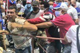 cuba: sale a la luz el video del arresto del hombre que grito contra el gobierno en acto oficialista en la habana