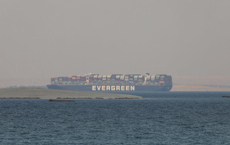 Egipto busca arreglo financiero por bloqueo de Canal de Suez