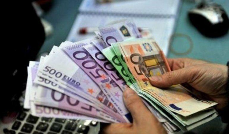 Cubanos en Miami salen a cambiar los dólares por euros