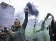 ecologistas protestan cerca del parlamento en holanda