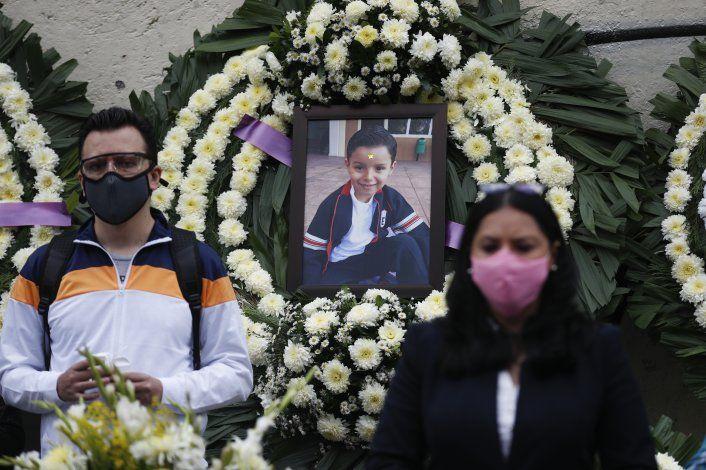 Familias de víctimas de sismo en México esperan más justicia