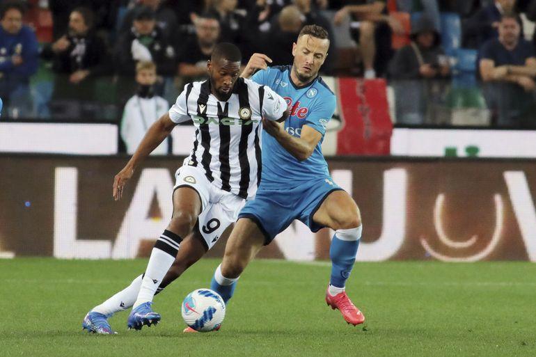 Napoli se afianza en cima de la Serie A al vencer al Udinese