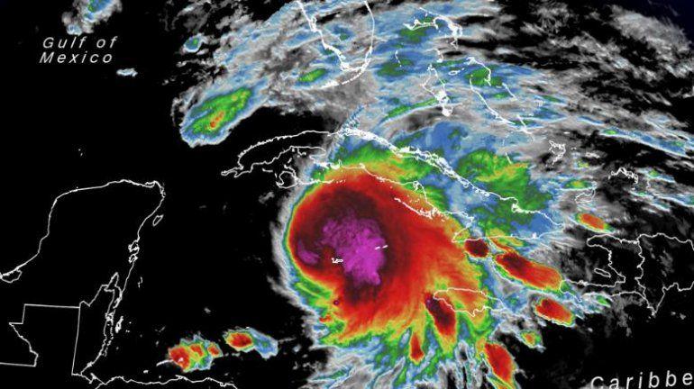 Miami bajo vigilancia de huracán, mientras Eta golpea a Cuba