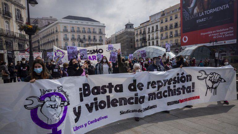 España se tiñe de morado para celebrar el Día de la Mujer