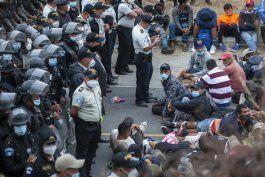la policia de guatemala logra frenar la caravana de migrantes procedente de honduras