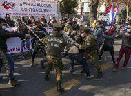 chile: enfrentamientos y protestas ante consulado de cuba