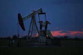 petroleo estable a pesar de caida de reservas en eeuu