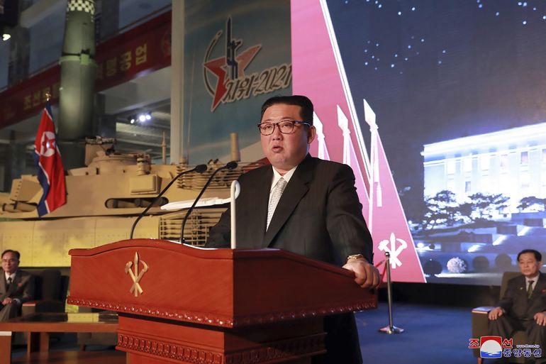 Kim promete construir ejército invencible y critica a EEUU