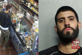 tras las rejas hombre que a punta de pistola se robo una botella de whiskey en una tienda en hialeah