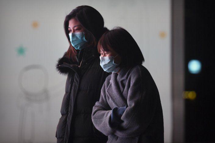 China registra alza de casos de COVID y 1ra muerte en meses
