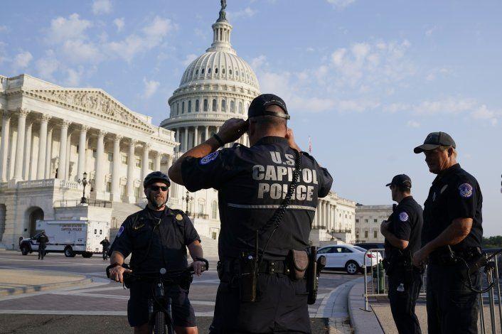 Policías serán centro de investigación de asalto a Capitolio