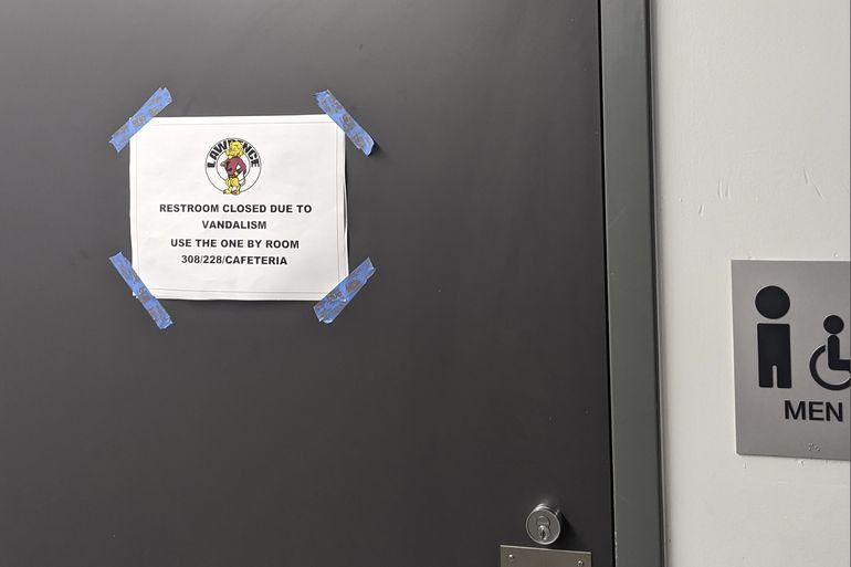 Desafío para destrozar baños de escuelas se viraliza en EEUU
