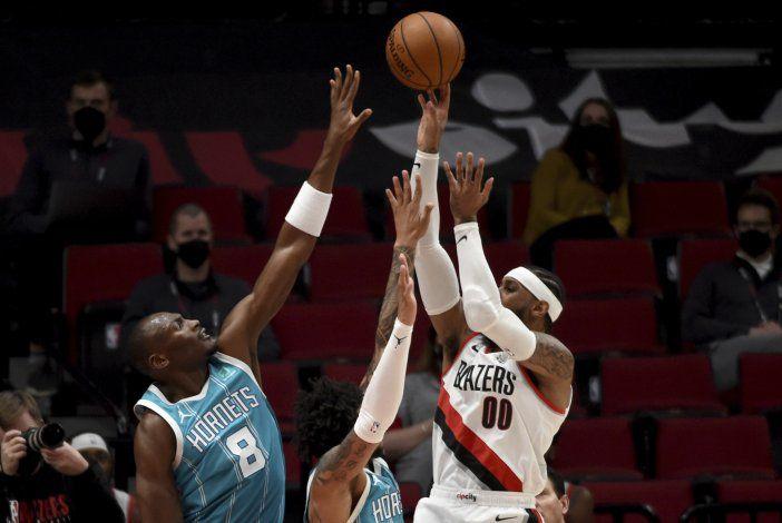 Carmelo Anthony anota 29 y Blazers vencen a Hornets 123-111