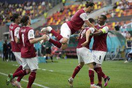 austria derrota 1-0 a ucrania y sortea la primera fase