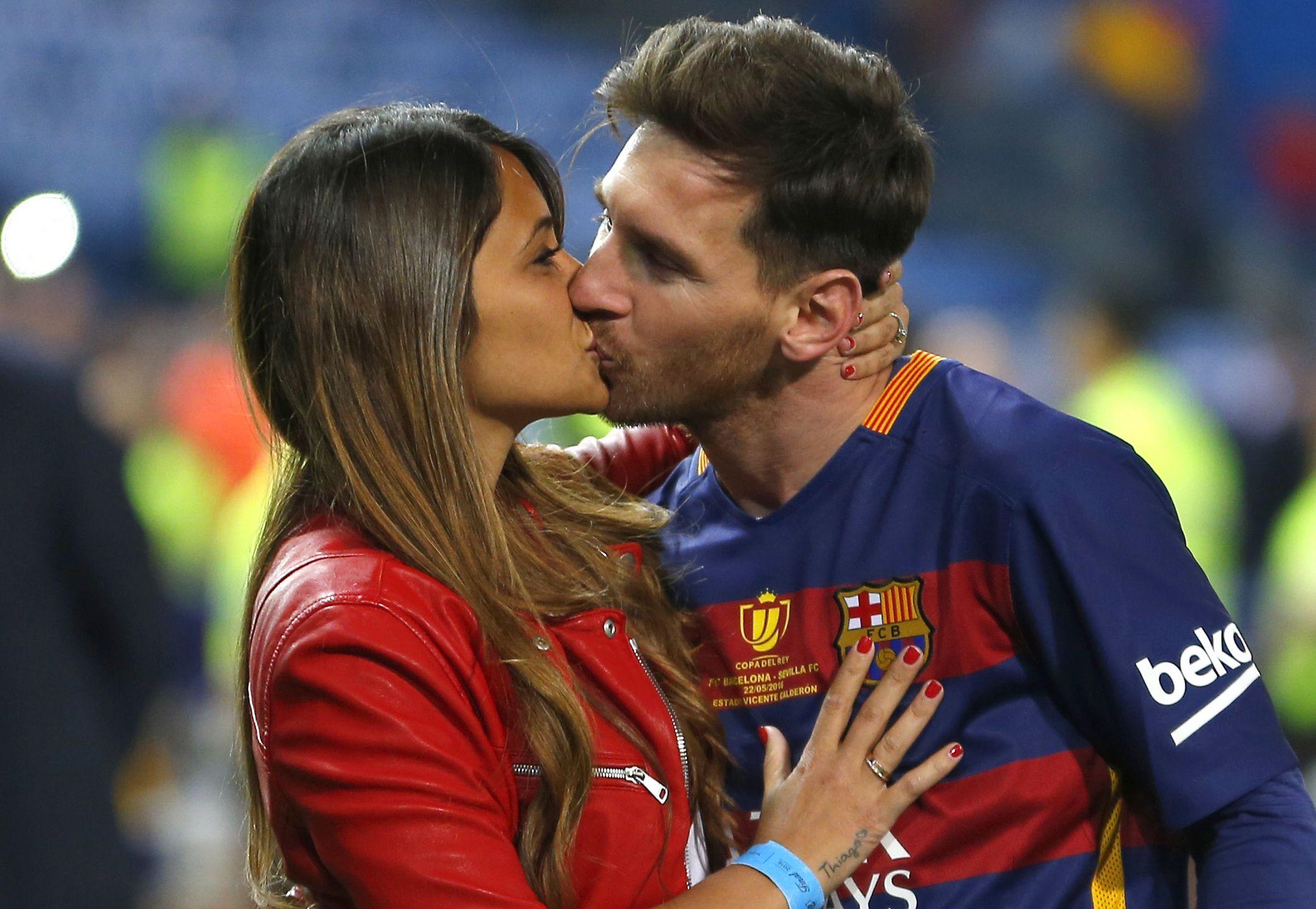 Messi se casa con su novia de siempre, la madre de sus hijos