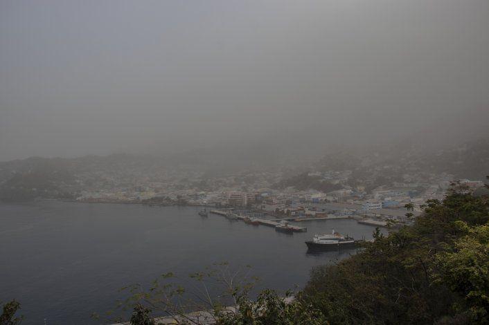 Condiciones empeoran en San Vicente tras erupción de volcán