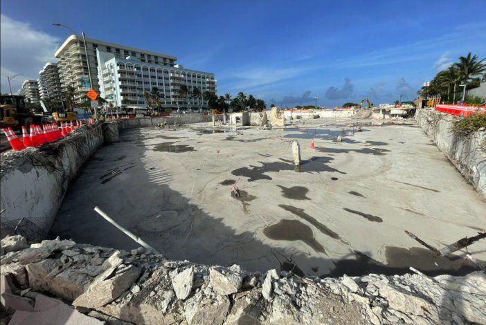 Después de retirar los escombros, así luce el área donde se encontraba el edificio Champlain Towers de Miami