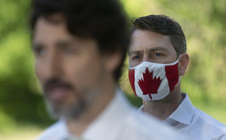 Canadá: Parlamentario aparece desnudo en sesión virtual