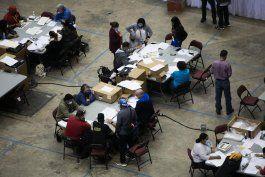 escrutinio y conteo de votos dejan mas casos de covid-19 en coliseo