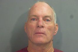 fbi arresta a hombre fotografiado en escritorio de pelosi