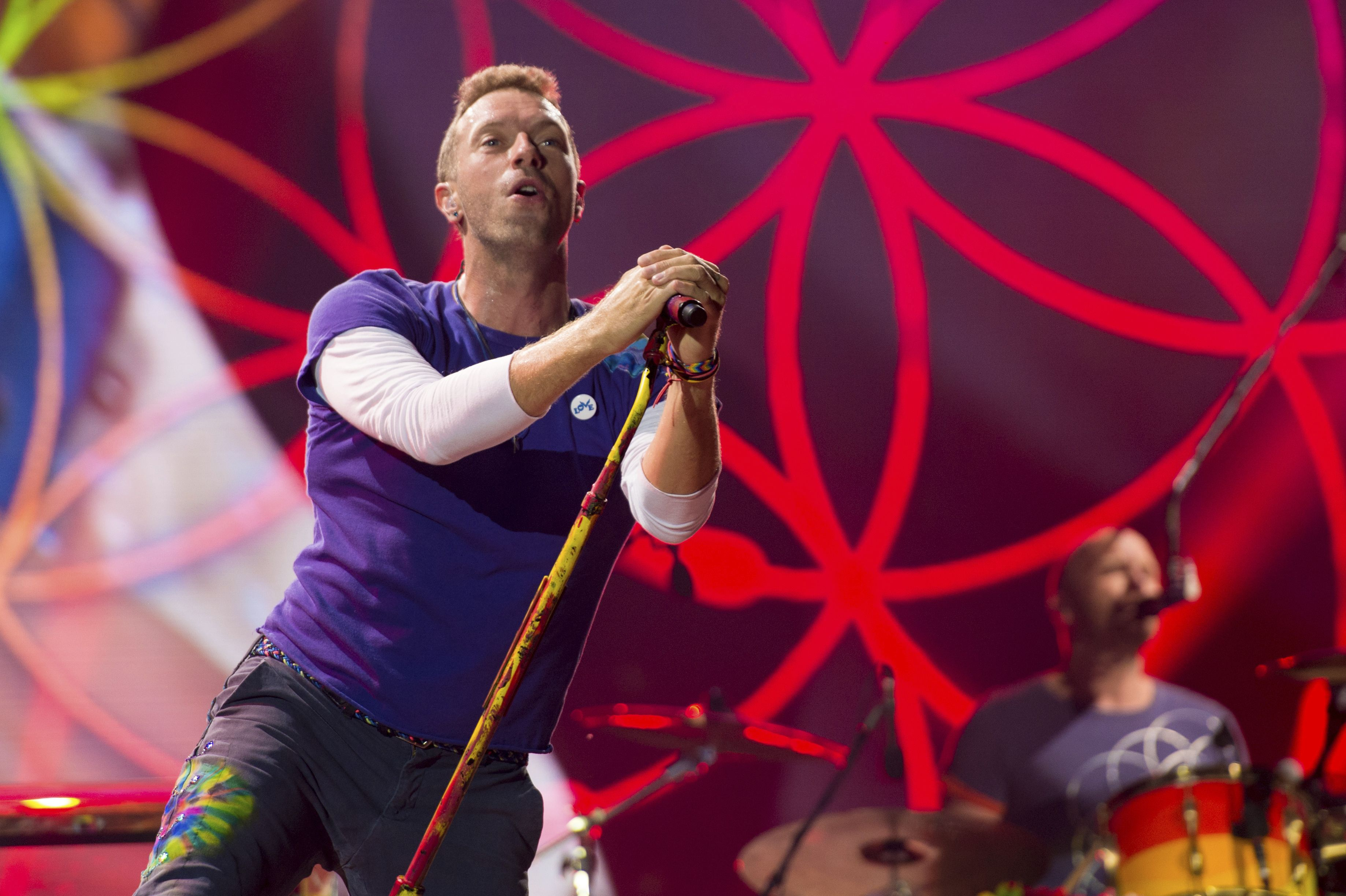 coldplay se torna galactico con album music of the spheres