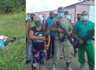 el regimen cubano intenta intimidar al pueblo inundando las redes sociales con palos y fusiles