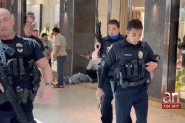 se intensifica  la busqueda del pistolero que dejo cinco personas heridas en el aventura mall
