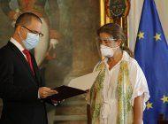 embajadora de la ue expulsada por maduro deja venezuela