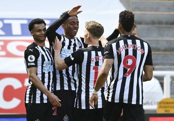 Newcastle vence 3-2 a West Ham en la Premier inglesa