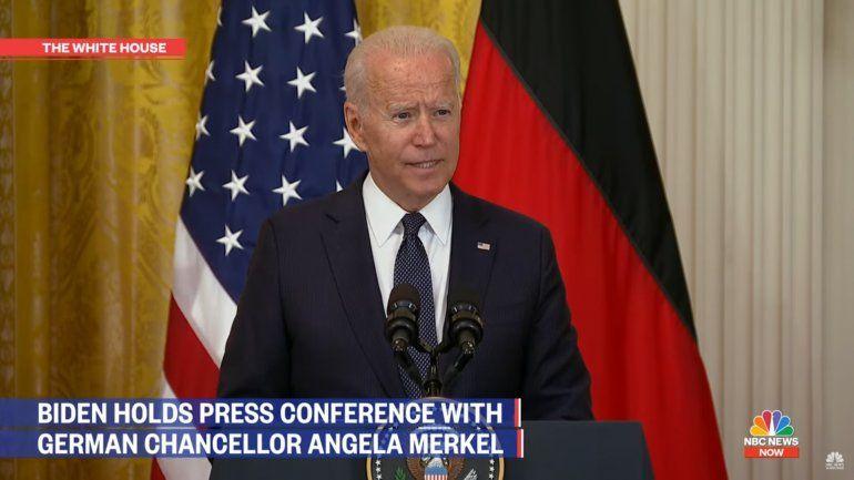 Biden dice que no considera modificar el envío de remesas a Cuba tras protestas