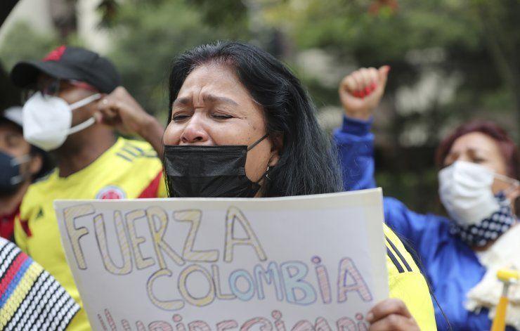 Ecuador: cientos protestan frente a embajada de Colombia
