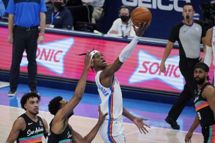 Thunder vence por 102-99 a unos diezmados Spurs