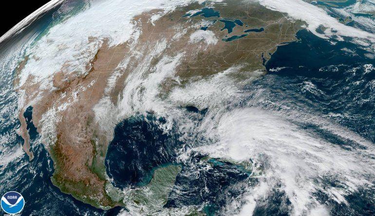 Eta avanza sobre Cuba y se convertiría en huracán cerca de los Cayos de Florida