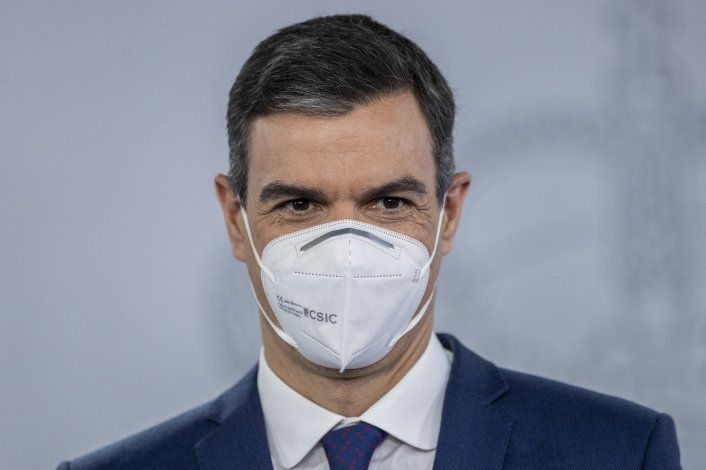 Sánchez viaja a África, trata de contener migración a España