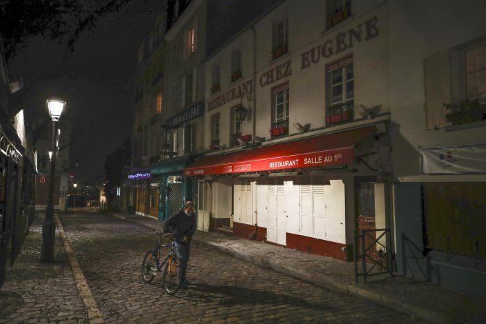 Francia extiende toque de queda por COVID-19