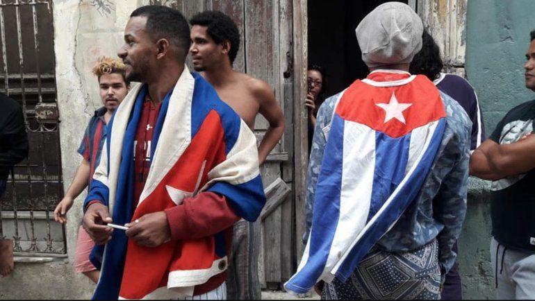 La policía mantiene cercada la calle de la sede del Movimiento San Isidro en La Habana Vieja