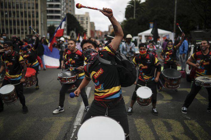 Protestas en Colombia dejan más de un centenar de heridos