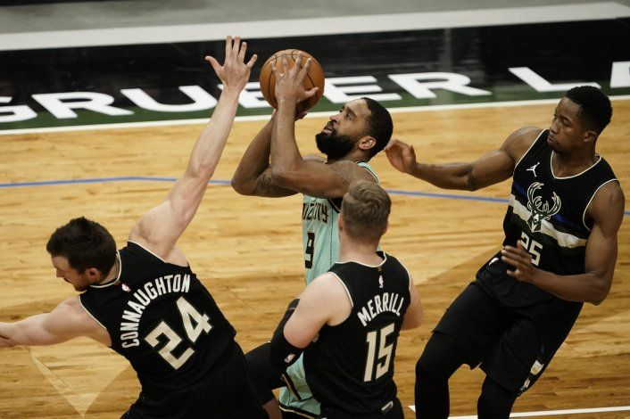 Bridges guía a Hornets a triunfo ante Bucks diezmados