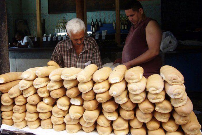 Harina de maíz, calabaza y yuca, los ingredientes que usa el Gobierno para aumentar la producción de pan