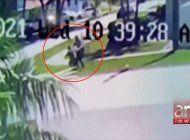 quedo captada en camara la agresion a una mujer en un vecindario del suroeste de miami-dade