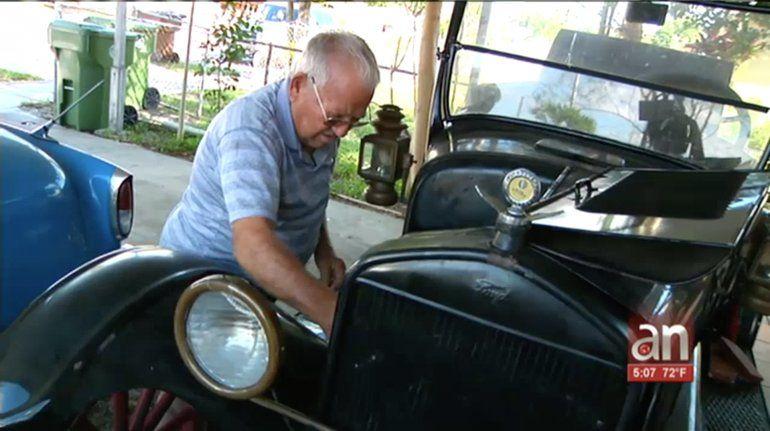Mecánico cubano y coleccionista de carros antiguos es víctima de robo en su casa de Hialeah