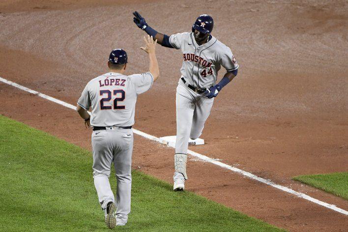 Astros disparan 4 HRs y apalean 13-0 a los Orioles